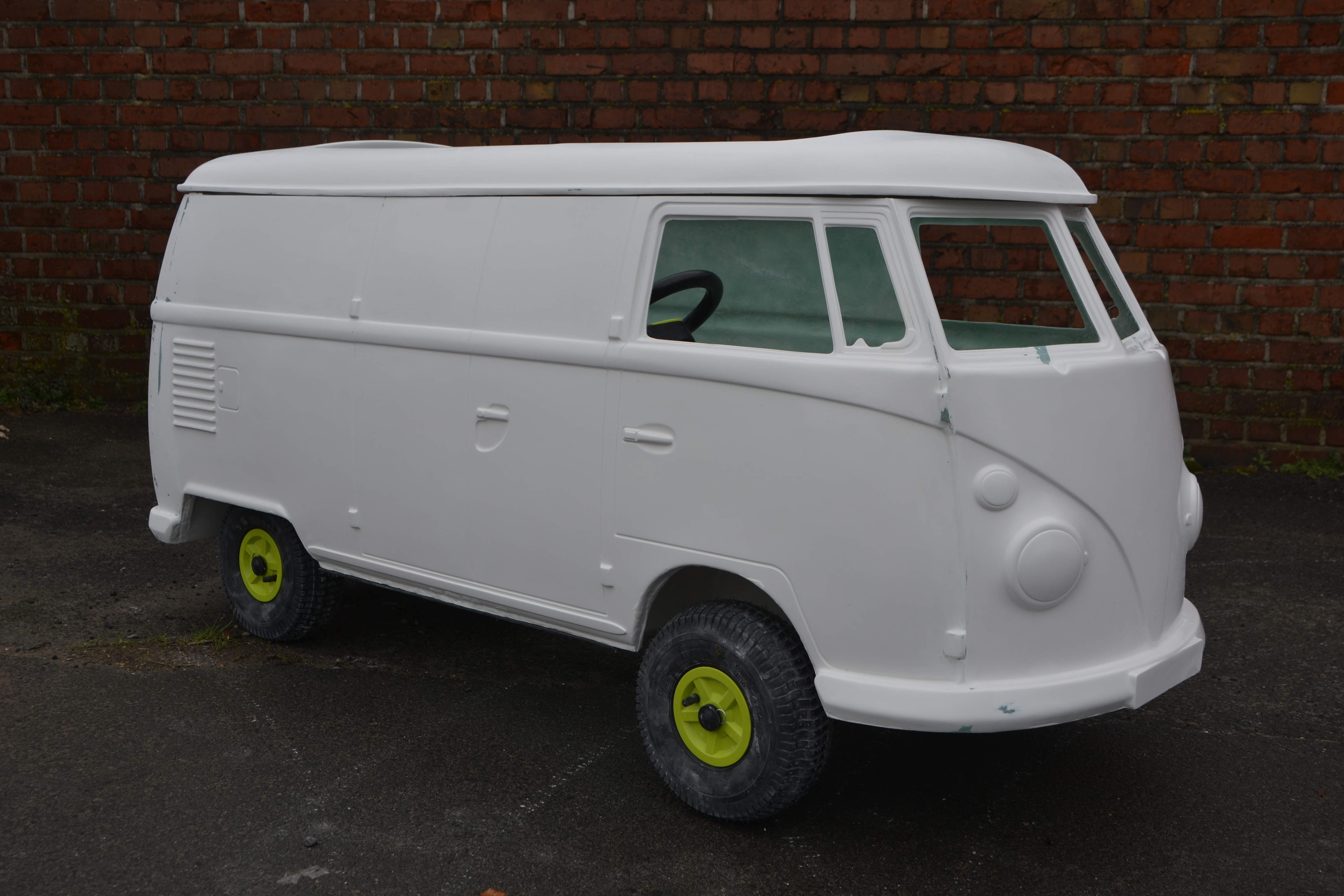 afbeelding van een polyester bus, spijlbus,  microbus, sambas, samba,  panel,panelvan, transporter, sambabus, schaalmodel, bus, busje, gocart body, panelbus, pedal car, gocart, bus voor gocart,tot rod,   bully, Samba  bully, pickup  bully,  pickup bully,  replica,  panelbus, tot rod, kit car, hotrod,  go cart,  custom, car, toy box