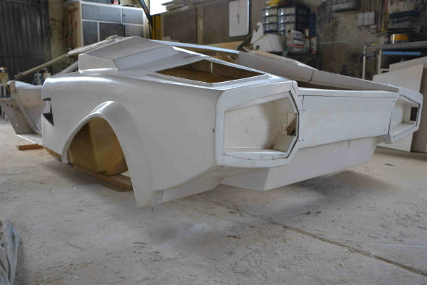 afbeelding van lamborghini kit car, lamborghini countagh kit car, lamborghini countagh replica,lamborhini kitcar, kit car, polyester project,polyester project, polyester ombouw, polyester uitbouw, polyester project, kit car te koop, kitcar te koop, replica te koopreplica, lamborghini countach, lamborghini kit car,lamborghini polyester herstelling, lamborghini restauratie,sportwagen kit car