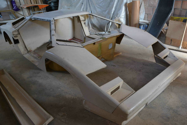 afbeelding van lamborghini kit car, lamborghini countagh kit car, lamborghini countagh replica,lamborhini kitcar, kit car, polyester project,polyester project, polyester ombouw, polyester uitbouw, polyester project, kit car te koop, kitcar te koop, replica te koop replica, lamborghini countach, lamborghini kit car,lamborghini polyester herstelling, lamborghini restauratie,sportwagen kit car
