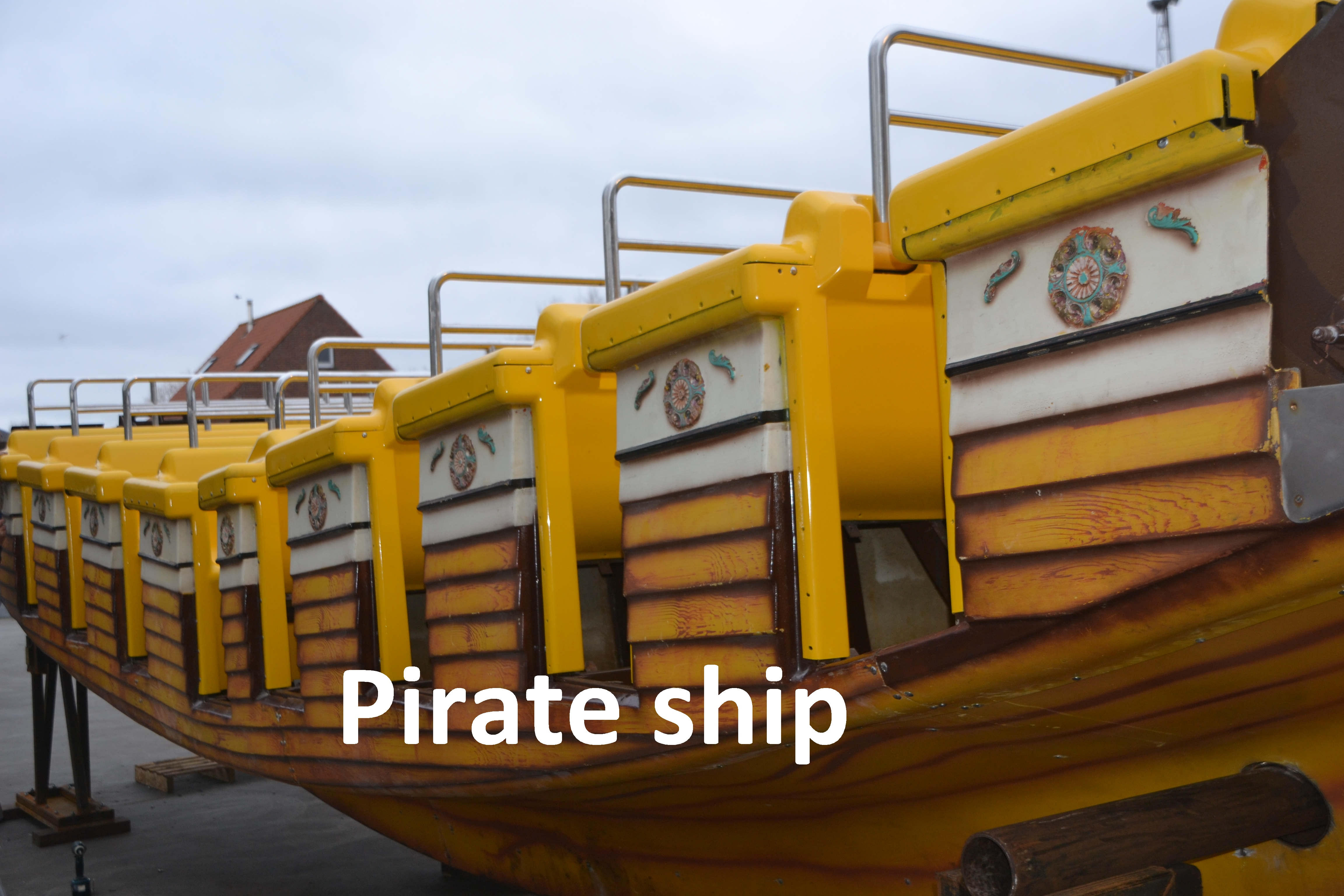 picture of pirate ship, pirate boat, themepark, roller coaster, family park, theme area, theming, props, sculptures, themed environments, entertainment, amusement parks, stand building, playgrounds, creative constructions, thematic eye-catchers,recreational area, Coating of figures,thematic elements, stages, props in fiberglass